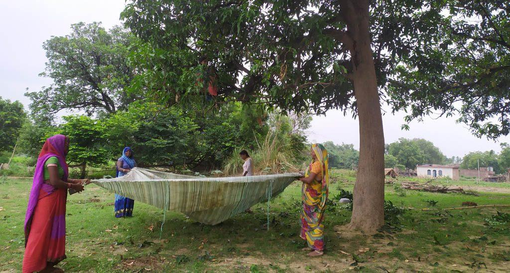 ऑनलाइन कक्षाएं, ग्रामीण लड़कियों की शिक्षा का अंत है