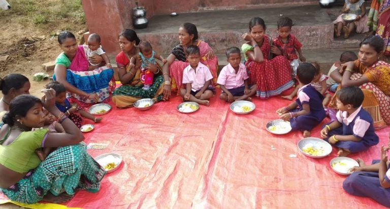 सामुदायिक रसोई से मिली, आदिवासी बच्चों को कुपोषण से मुक्ति