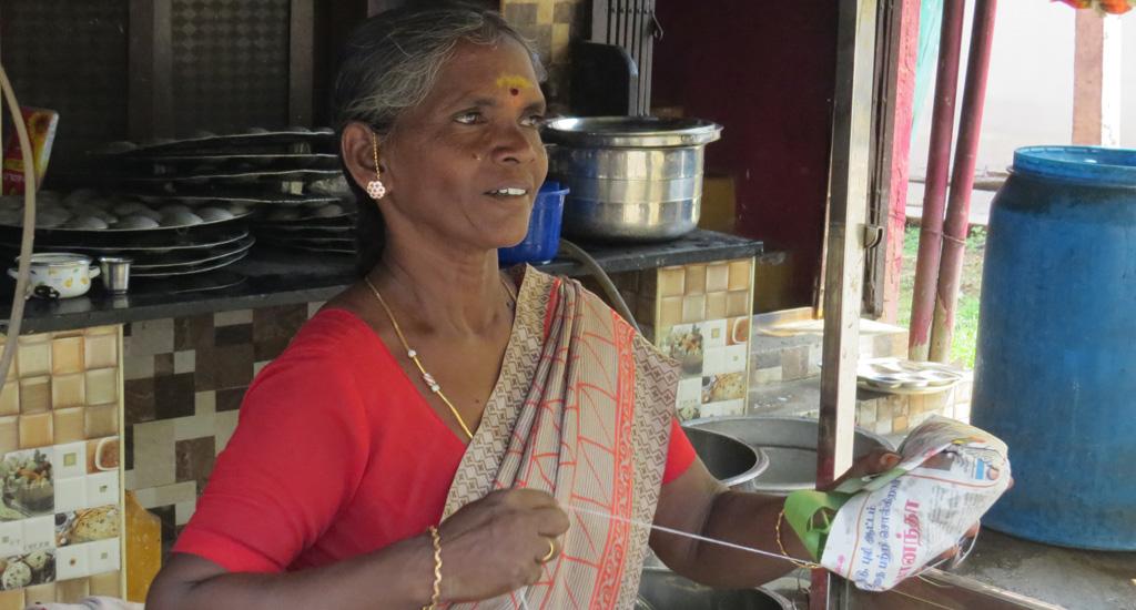 रोजगार छूट जाने के बाद महिला बुनकरों ने शुरू किए सफल भोजनालय