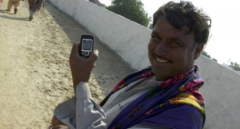 गरीबों के बीच टेक्नोलॉजी (प्रौद्योगिकी) का तेजी से प्रसार कैसे ..