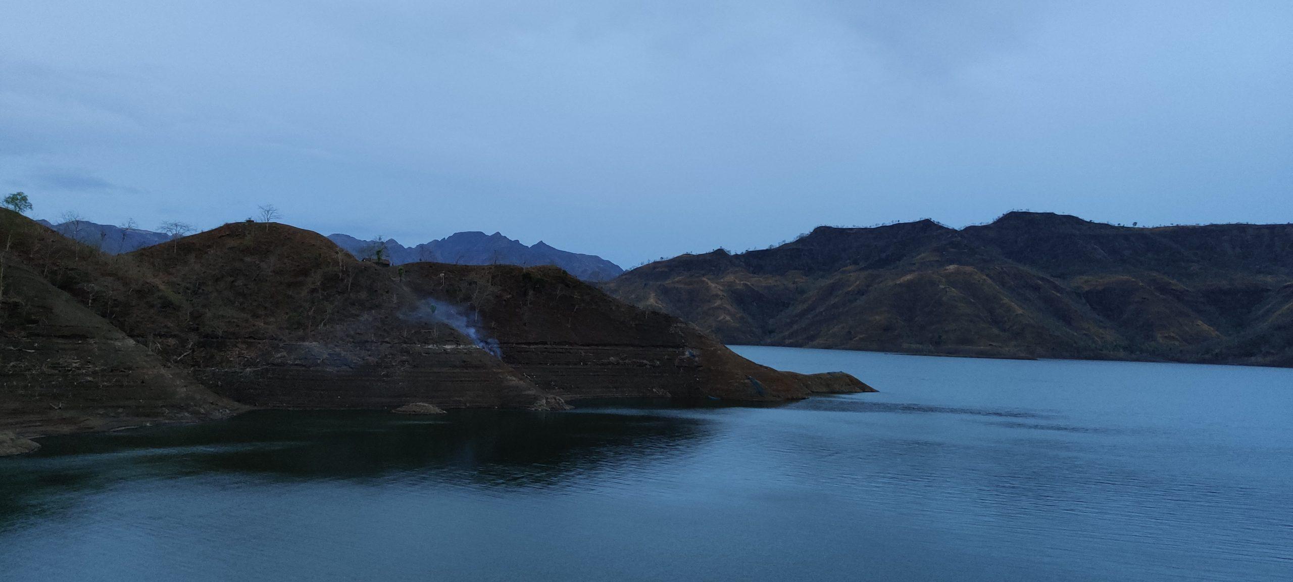 नर्मदा बांध के जल भराव क्षेत्र और दुर्गम पहाड़ियों के ..