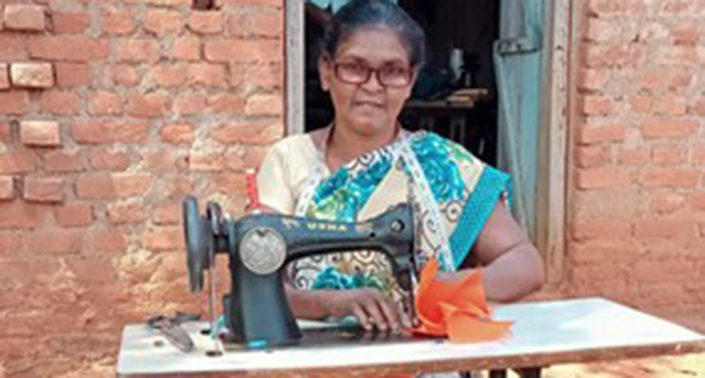 अवसरों का लाभ उठाते हुए आदिवासी महिलाएं बनी सूक्ष्म उद्यमी