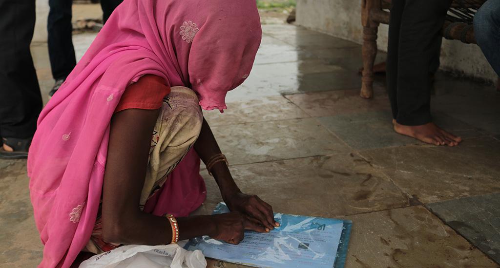महामारी ने गरीब ग्रामीणों को और कर्ज में धकेल दिया
