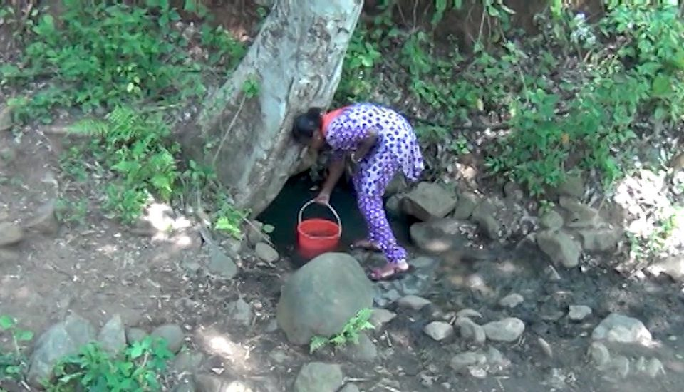 A dirty ditch is the only source of water in Kulappadi village. (Photo by K. Rajendran)