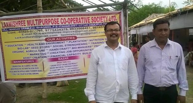 Agricultural entrepreneur Basudeb Sarkar (right) with Sukumar Sarkar, who conceptualized the food and agriculture integrated development action program. (Photo by Dhruba Dasgupta)