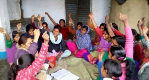 Girls of Sukanya Club are expressing solidarity at a meeting in West Champaran district. (Photo by Mohd Imran Khan)