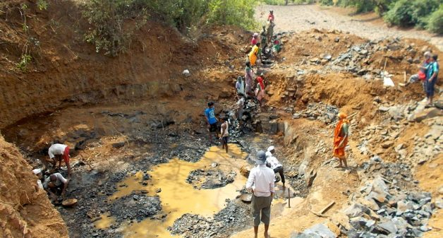 The villagers of Varoti contributed voluntary labor to build a well for drinking water. (Photo by Sunil Jorkar)