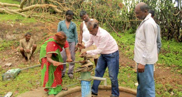 In Jhabla village, men help Meerabai when she repairs hand pumps. (Photo by Manish Kumar Shukla)