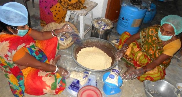Women package sattu handmade with jata, taking measures to ensure quality. (Photo by Mohd Imran Khan)