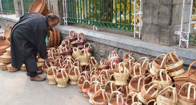 Kangri still keeps Kashmir warm in winter