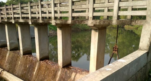 The Abadnagar check dam has not fulfilled the purpose of irrigating farms. (Photo by Gautam Sarkar)