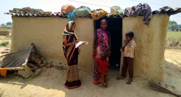 A health worker during a household level follow-up after daad bhagao camp. (Photo by Jan Gramin Vikas Sansthan, Ghazipur)