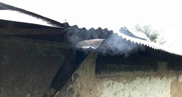 A small chimney is attached to the stove, which carries the smoke out of the kitchen. This has greatly tackled indoor air pollution in Talkharka (Photo by Nidhi Jamwal)