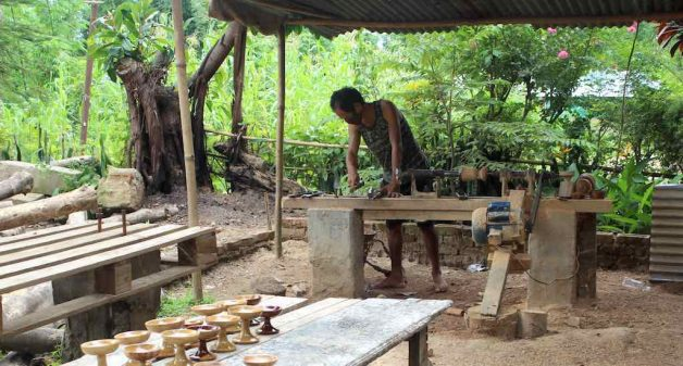Craftsmen of Diezephe village make handicrafts and utilitarian items from wood, bamboo and cane (Photo by Ninglun Hanghal)