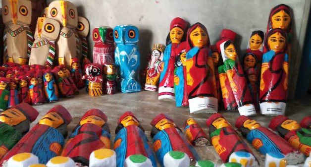 With lesser orders, Natungram's wooden doll makers face a bleak festive season (Photo by Gurvinder Singh)