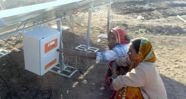 Solar pumps in place of diesel pumps to lift brine has helped saltpan workers to breathe cleaner air (Photo by SEWA)