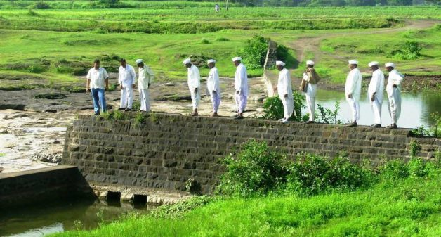 Villager elders inspecting a diversion-based irrigation system in Sinnar (Photo by Yuva Mitra)