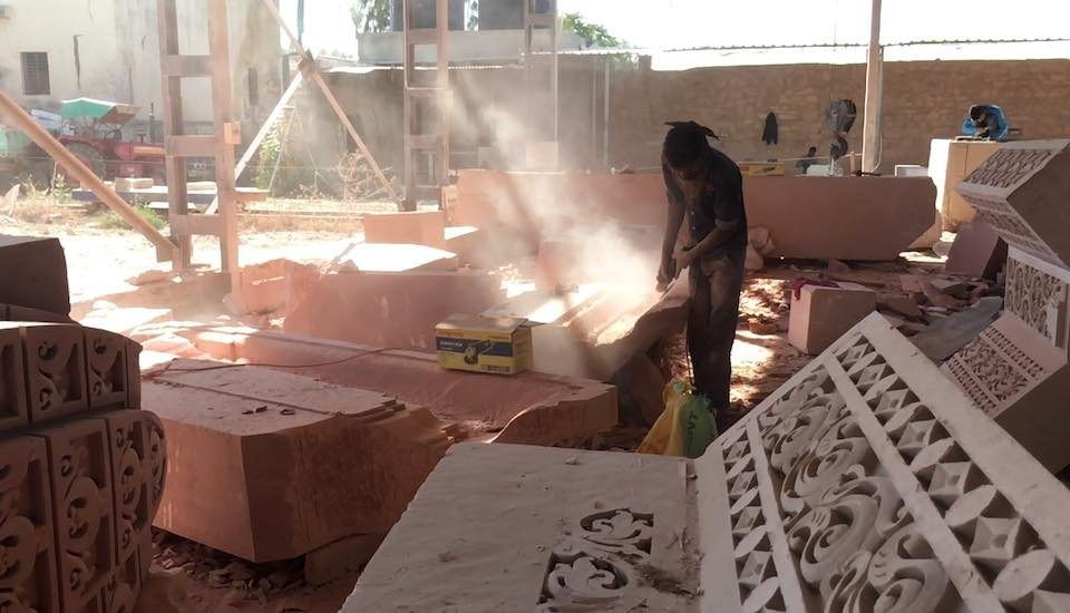Without any effective investment in dust control mechanisms, lethal dust spreads freely around laborers in Pindwara's stone-carving factories, where work is performed for temples (Photo by Yuvraj Dhir)