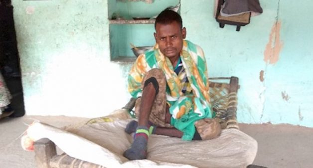 Kalu Ram (19), a stone carver for four years, has been afflicted with silicosis. In October 2018, his elder brother Kamlesh (29) died of the disease. Within a month of that, in November, their third brother Suresh (25) also succumbed to silicosis. The oldest of the four, Posa Ram (30), is also confined to bed with silicosis (Photo by Jibitesh Sahoo)