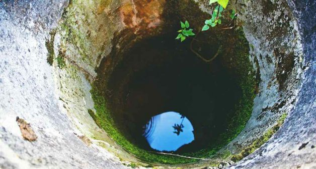 Sourcing drinking water from dug wells have become a rarity in many parts of rural India (Photo by Pixabay)