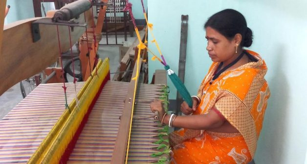 Bengal's weavers revive muslin, spin success