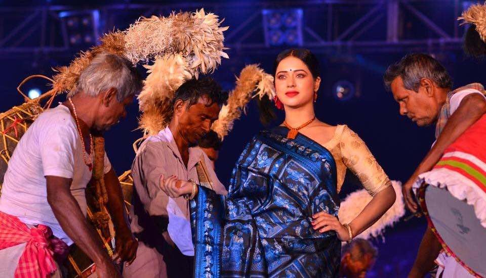 A fashion show organized by the district administration in Bishnupur has attracted new buyers, thus helping the weavers (Photo courtesy Manas Mandal)