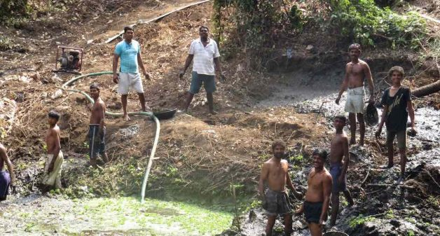 Volunteers cleaning a bavkhal, or traditional water pond, in Bhuigaon village to recharge groundwater and raise the water table (Photo by Hiren Kumar Bose)