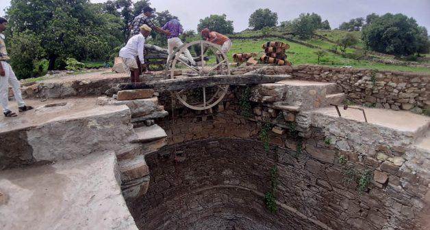 Adivasi communities restore common wells during lockdown